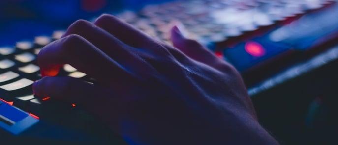computer-hands-blue-3